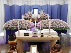 桐ヶ谷斎場 豪華な花祭壇で家族葬