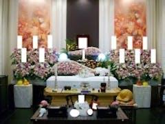 秋限定の花祭壇で家族葬