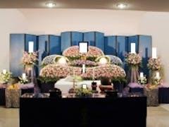 ひかり会館でたくさんのお花を使用した花祭壇
