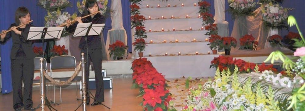音楽葬として、奏者を交えて故人を葬送する葬儀