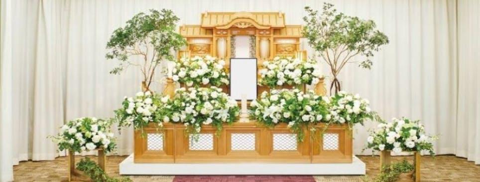 祭壇は外の自然と調和します(エテルノ阪急千里)
