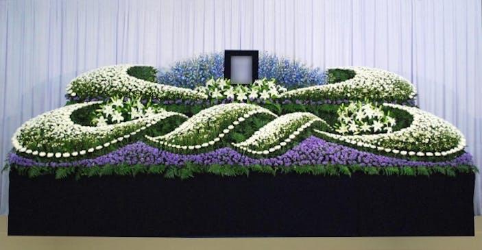 ブルーを基調にした生花祭壇
