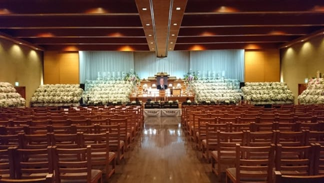 大ホールでの大型葬の様子