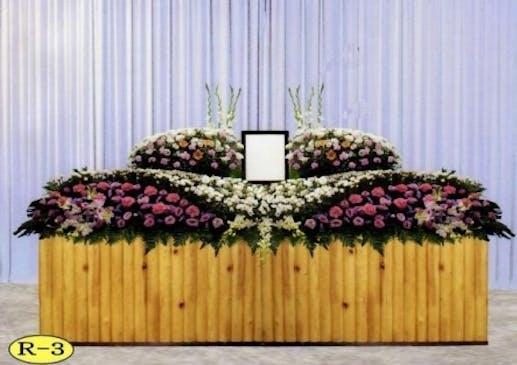 ピンクを基調にした生花祭壇