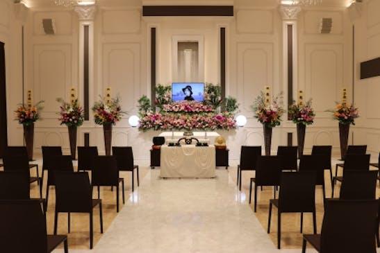 故人さまらしさを感じさせるお花で彩る生花祭壇