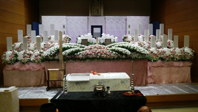 あたたかみのある華やかな祭壇例