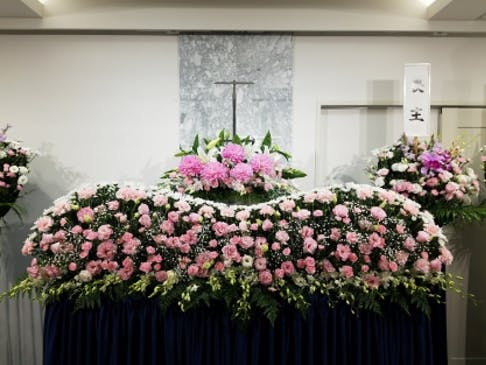 故人様らしい生花祭壇を