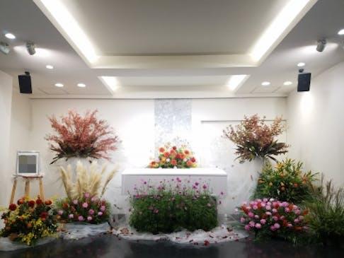 季節のお花に包まれて送るあたたかい葬儀