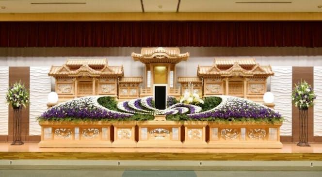 ご葬儀の規模とご予算に合わせて生花祭壇をおつくりします