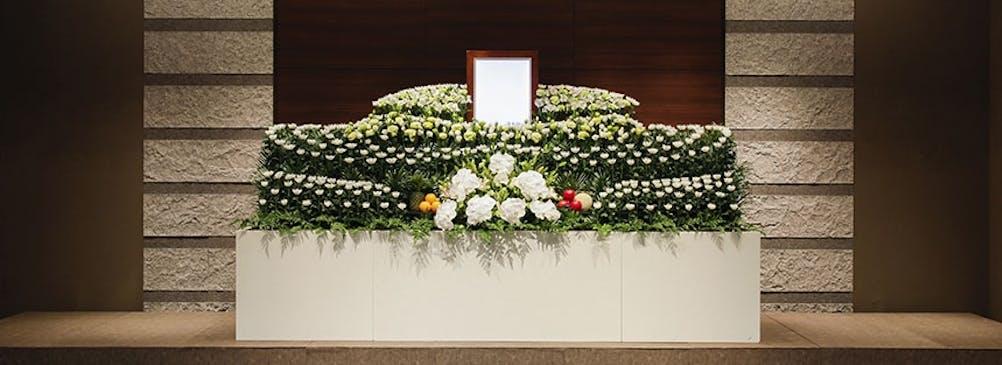 生花祭壇は、経験豊富なお花の専門スタッフが心を込めてご用意