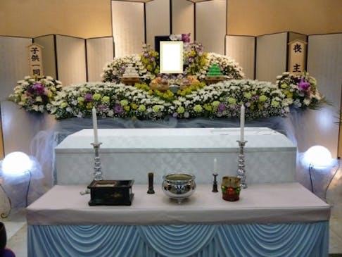 お花いっぱいの葬祭壇