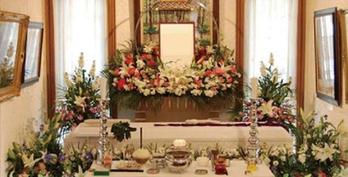 あんしん家族葬の生花祭壇