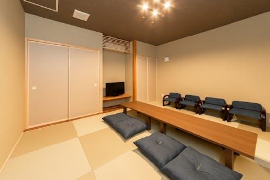 お泊りいただける和室。洗面脱衣やシャワールームも完備しています。